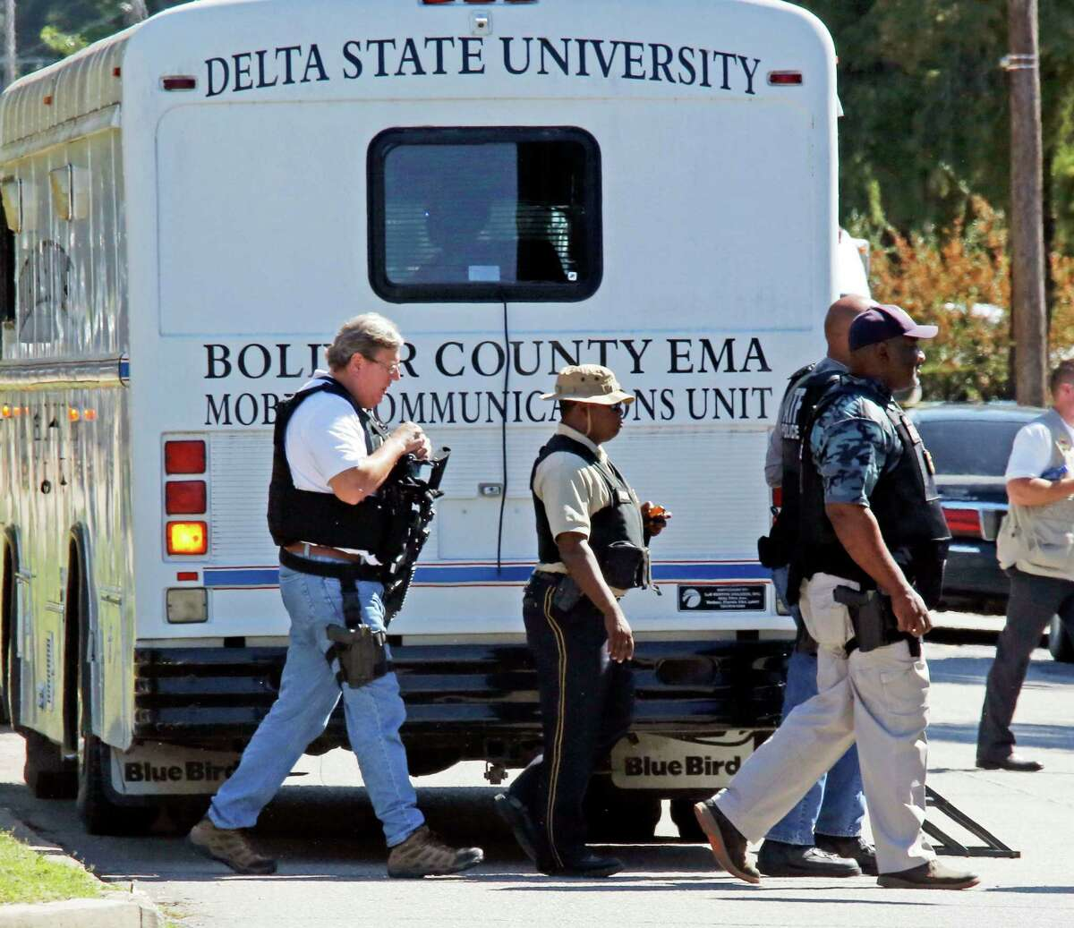 Law enforcement walk across the Delta State University campus to search for an active shooter in connection with a the shooting of history professor Ethan Schmidt in his office at Delta State University in Cleveland, Miss., Monday, Sept. 14, 2015. Law enforcement are looking for a another school employee in connection with the killing. (AP Photo/Rogelio V. Solis)