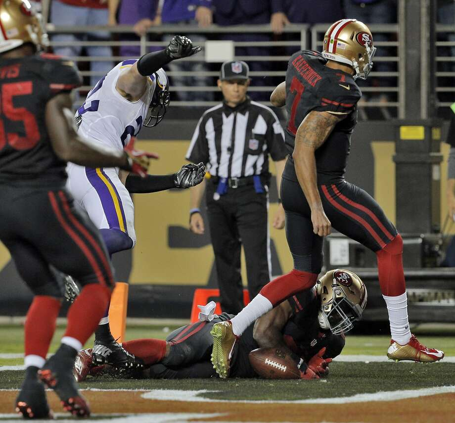 Carlos Hyde (28) dives into the end zone for his second quarter touchdown during the 49ers game against the Minnesota Vikings at Levi's Stadium in Santa Clara, Calif., on Monday, September 14, 2015. Photo: Carlos Avila Gonzalez, The Chronicle