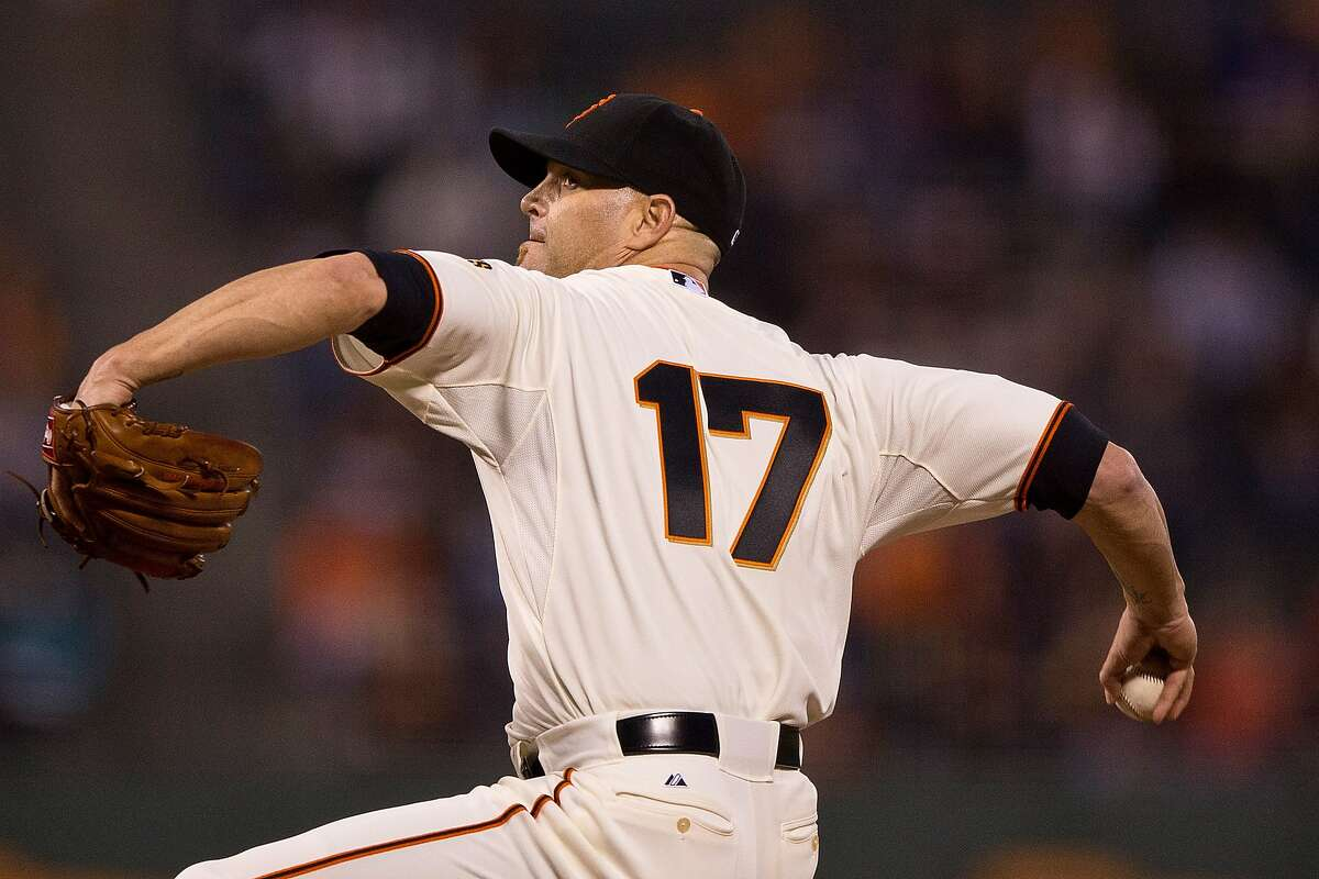 Tim Hudson of the San Francisco Giants pitches against the Cincinnati Reds during the first inning at AT&T Park on September 14, 2015 in San Francisco, California.