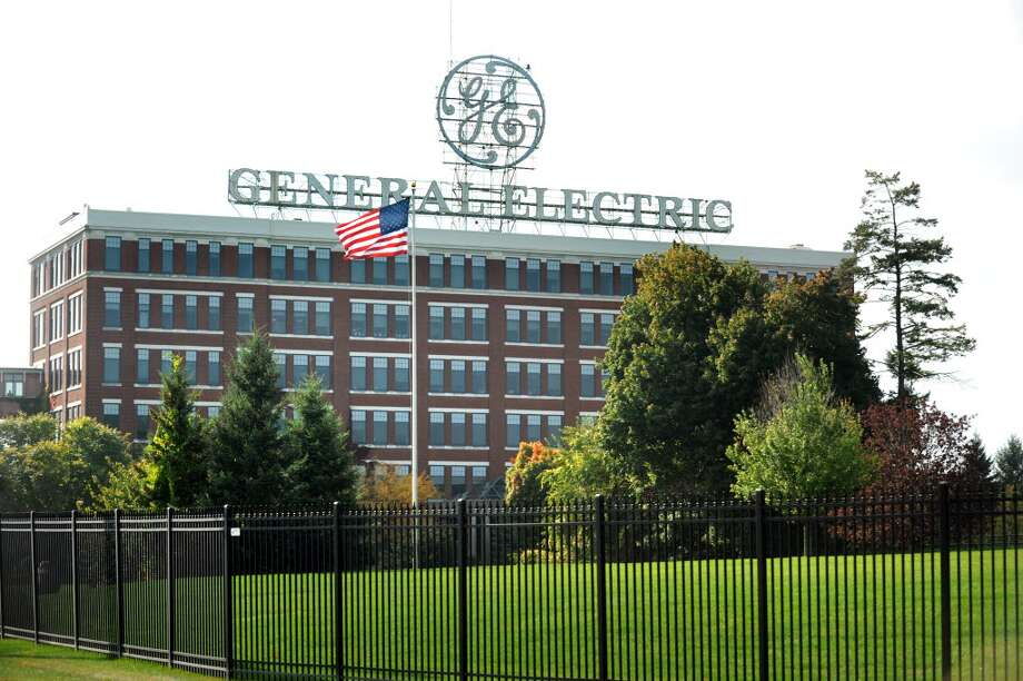 Unionized workers at General Electric Co. in Schenectady and Niskayuna on Tuesday ratified the contract agreement reached last week by negotiators in Nashville, after rejecting an earlier pact.