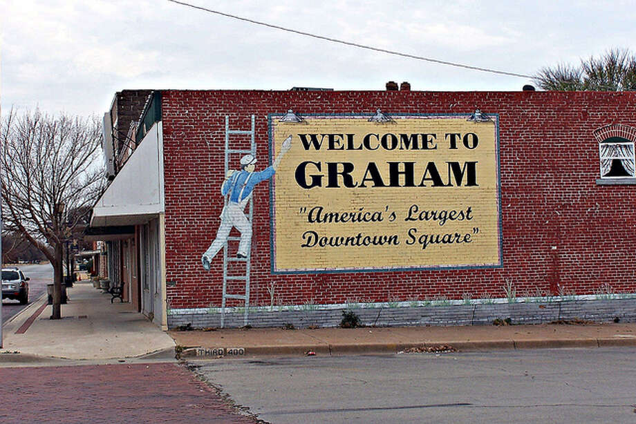Awesome murals in small texas towns san antonio express news for Furniture 4 less salinas