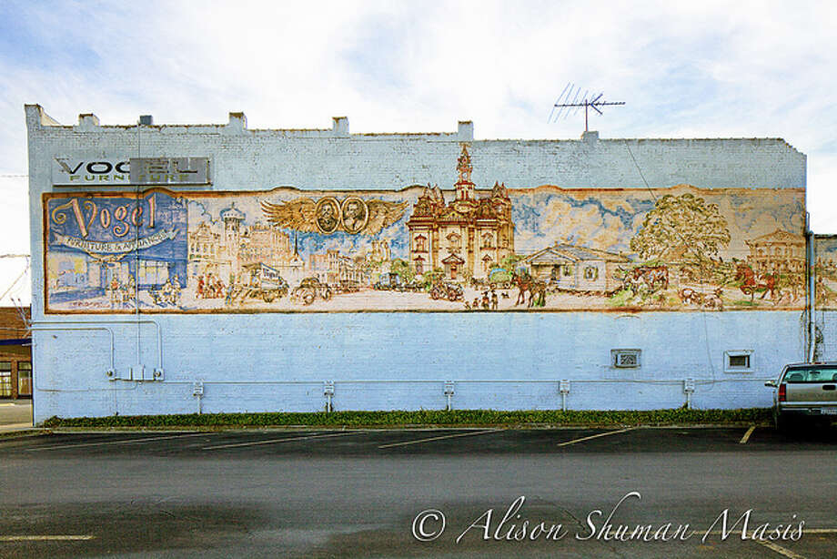 Awesome murals in small texas towns houston chronicle for Furniture 4 less salinas