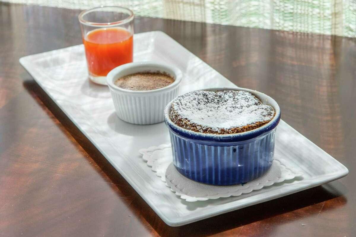 Radio Milano: Chocolate souffle Radio Milano restaurant's chocolate souffle.