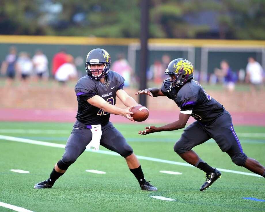 Kinkaid running back Johnathon Thomas (20) takes the handoff from quarterback Michael Goldak (12) earlier this season. Photo: Eddy Matchette, Freelance / Freelance