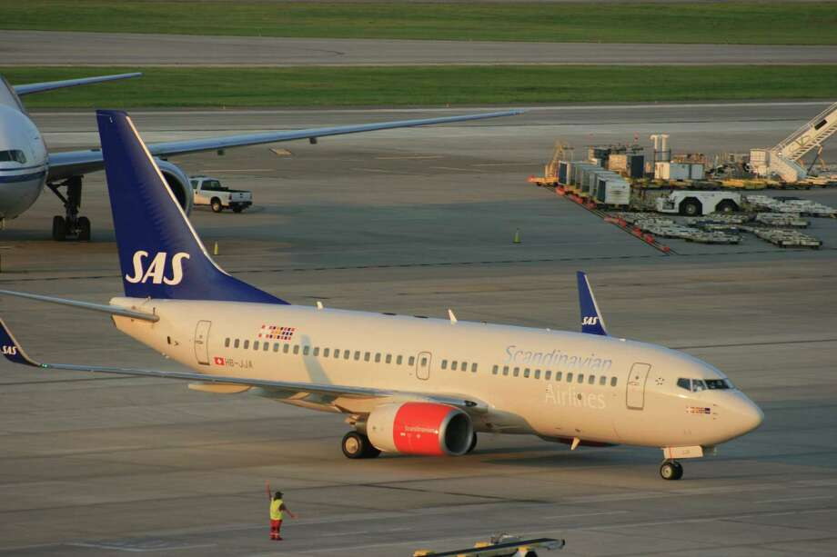 A Scandinavian Airlines Boeing 737 approaches its gate at Bush Intercontinental Airport after flying from Stavanger, Norway, in late August. Photo: Bill Montgomery