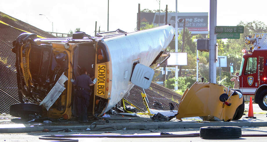 Authorities work the scene of a fatal bus wreck on the eastbound frontage road of the South Loop near Telephone Road on Tuesday. Photo: Cody Duty, Staff / © 2015 Houston Chronicle
