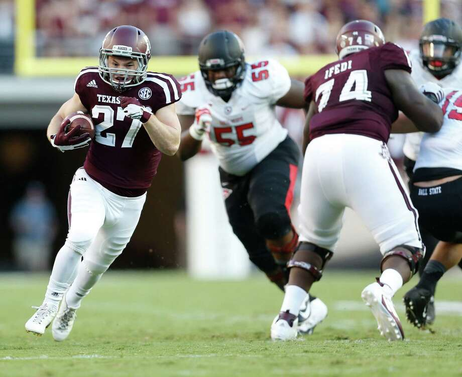 A&M's Brice Dolezal takes off on a 33-yard touchdown run, part of an 83-yard performance for the senior against Ball State. Photo: Karen Warren, Staff / © 2015 Houston Chronicle