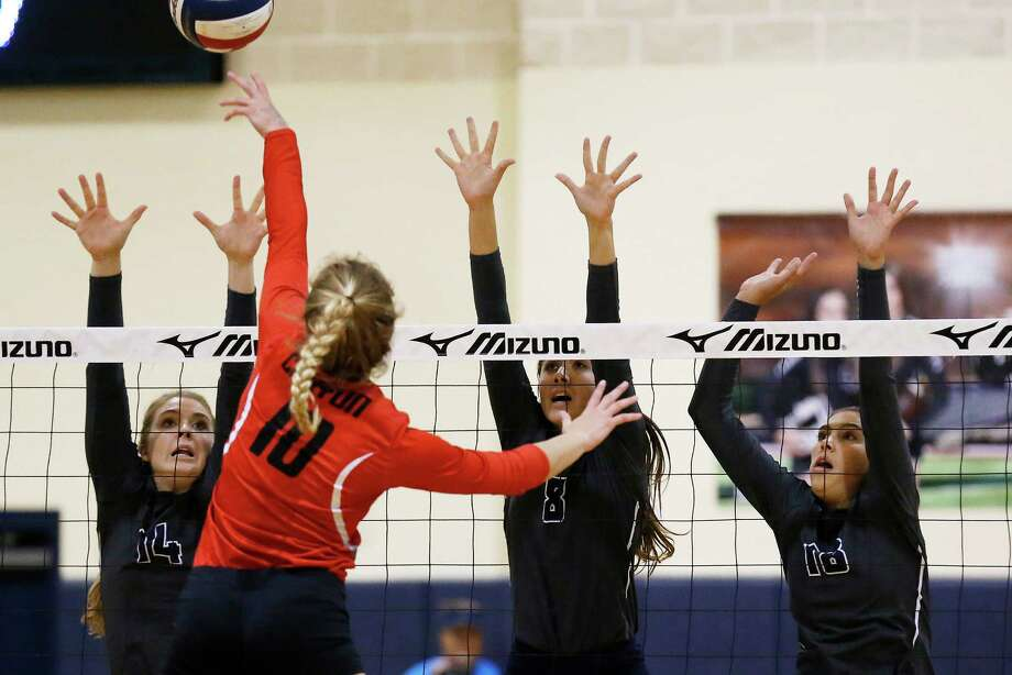 Smithson Valley's Maddie Ferguson (14), Alex DeLeon (08) and Sofi Thomas (18) defend a put back by New Braunfels Canyon's Skyler Clark (10) during their match at Smithson Valley High School on Tuesday, Sept. 15, 2015. Photo: Kin Man Hui /San Antonio Express-News / ©2015 San Antonio Express-News