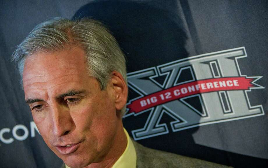 (File) Oliver Luck, the former Oilers quarterback and Dynamo executive who has most recently worked at the NCAA, was named Tuesday as the commissioner of the relaunched XFL that World Wrestling Entertainment will launch in 2020. Photo: DAVID SMITH, FRE / FR93543 AP