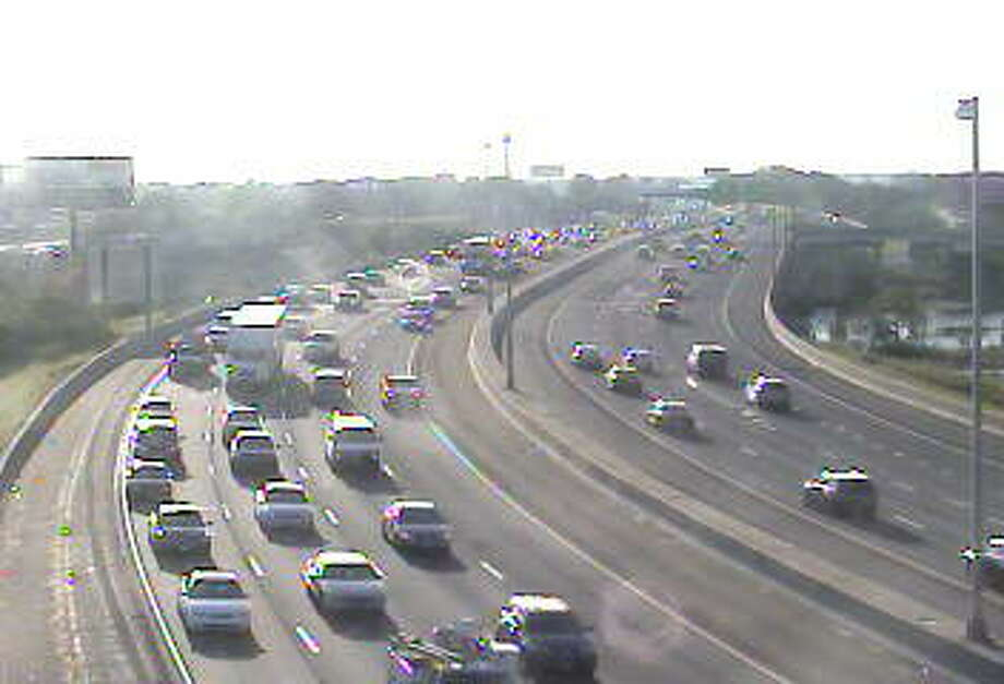Southbound traffic on I-95 crawls through Bridgeport near Exit 27 on Wednesday, Sept. 16, 2015. Photo: Connecticut DOT