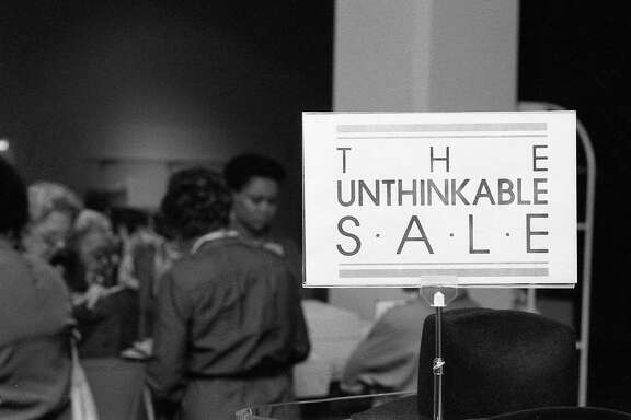First day of the Sakowitz liquidation sale at its downtown store, Sept. 26, 1985.