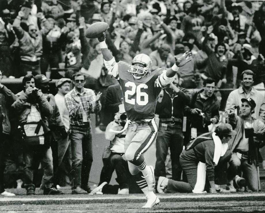 49ers running back Wendell Tyler celebrates after a score, Jan. 21, 1985. Photo: Mike Maloney, The Chronicle 1985