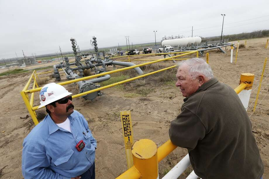 Paul Bordovsky, 90, right, talks with Lupe Gutierrez, of Conoco, at his ranch a few miles east of Karnes City in 2013. Conoco-Phillips staked out a well on his ranch in 2009. Photo: San Antonio Express-News