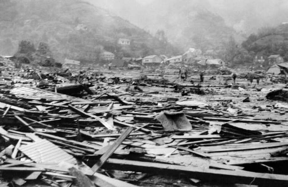Here is a view June 5, 1960, of the remains of Corral harbor, in the province of Valdivia, Chile, after the earthquake and tsunami that struck the area May 22, 1960. (AFP/Getty Images) / 2010 AFP