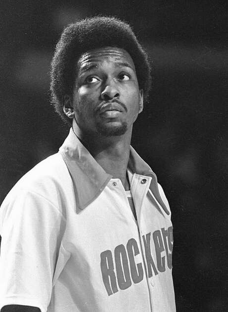 MILWAUKEE, WI - CIRCA 1970:  Moses Malone #24 of the Houston Rockets prior to a game against the Milwaukee Bucks in the 1970s in Milwaukee, Wisconsin.  (Photo by Ronald C.  Modra/  Getty Images) Photo: Ronald C. Modra/Sports Imagery, Contributor / 1970 Ronald C. Modra/Sports Imagery