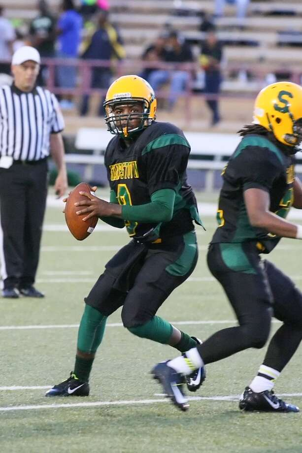 Cameron Allen, QB, SharpstownAllen started the 2015 season off in a big way, not only leading the Apollos to a 52-8 win over Westbury on Aug. 29, but completing 32 of 47 passes for 417 yards, seven touchdowns and no interceptions in doing so. Photo: Matthew White, HOUSTON CHRONICLE / Freelance