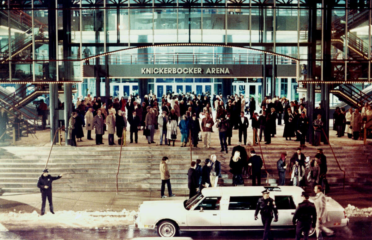 Opening night at the Knickerbocker Arena January 30, 1990. (John Carl D'Annibale/ Times Union) ORG XMIT: MER2015043016314489