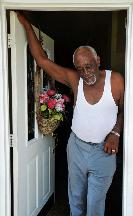 Artis Lawson, 76, pauses while talking about his return home from his Hurricane Rita evacuation. A lineman by trade, Lawson said he snuck back into Beaumont using his uniform to get though police barricades. Photo: Guiseppe Barranco, Beaumont Enterprise