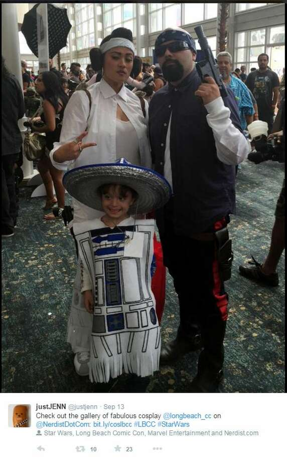 """This family can be seen wearing Mexican """"Star Wars"""" outfits at the Long Beach Comic Con in Long Beach, California. Photo: White, Tyler L, Twitter/Imgur"""