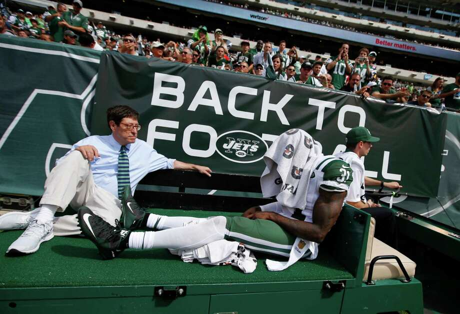 New York Jets defensive back Antonio Cromartie (31) is carted off the field after being injured during the first half of an NFL football game against the Cleveland Browns the Sunday, Sept. 13, 2015 in East Rutherford, N.J. (AP Photo/Jason DeCrow) ORG XMIT: ERU116 Photo: Jason DeCrow / FR103966 AP
