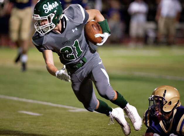 Shen's Carl Fiore, center, gets past a CBA tackle during their football game on Friday, Sept. 18, 2015, at Shenendehowa High in Clifton Park, N.Y. (Cindy Schultz / Times Union) Photo: Cindy Schultz / 00033403A