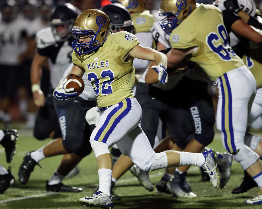 Mule running back Tucker Azar turns left around the middle as Alamo Heights hosts Boerne Champion at Orem Stadium  on  September 18, 2015. Photo: Tom Reel / San Antonio Express-News