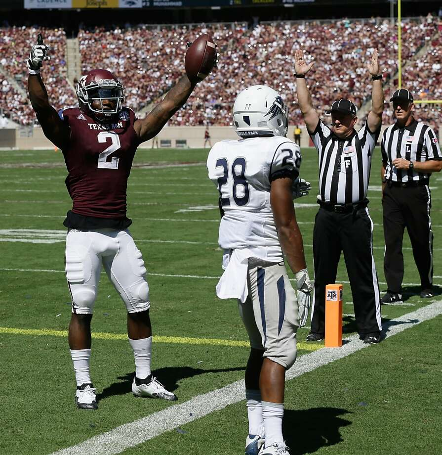COLLEGE STATION, TX - SEPTEMBER 19:  Speedy Noil #2 of the Texas A&M Aggies scores on a pass in the endzone as he gets behind Elijah Mitchell #28 of the Nevada Wolf Pack at Kyle Field on September 19, 2015 in College Station, Texas.  (Photo by Bob Levey/Getty Images) Photo: Bob Levey, Getty Images