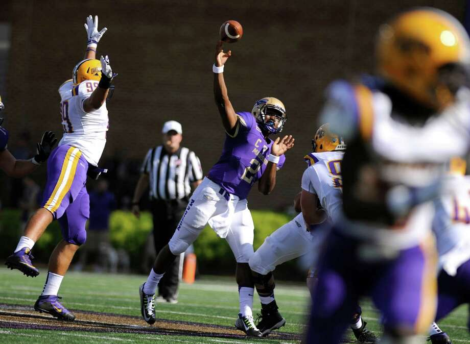 James Madison quarterback Vad Lee (2) fires a pass under mounting Albany pressure during the first half of an NCAA college football game in Harrisonburg, Va., Saturday, September 19, 2015. (Daniel Lin /Daily News-Record via AP) MANDATORY CREDIT ORG XMIT: VAHAR104 Photo: Daniel Lin / Daily News-Record