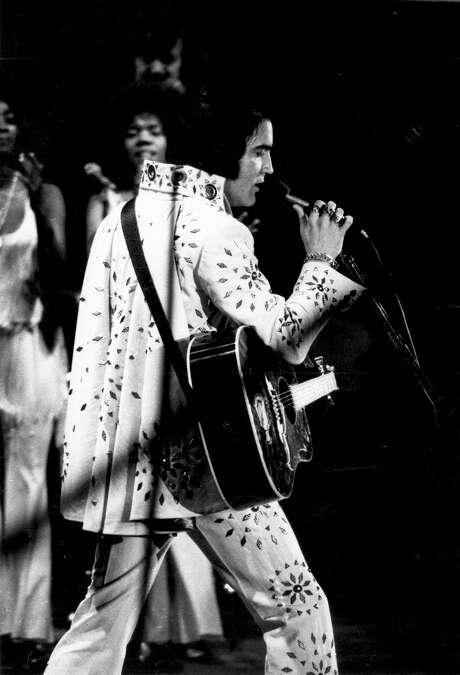 Elvis Presley in concert April 18, 1972. San Antonio, Texas Photo: San Antonio Light Collection, Institute Of Texan Cultures UTSA / Institute Of Texan Cultures UTSA / Institute of Texan Cultures UTSA