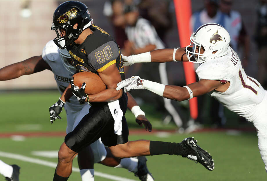 Golden Eagle receiver Jordan Mitchell gets by Damani Alexcee (right) to score in the first half as Texas State hosts Southern Mississippi at Bobcat Stadium on Sept. 19, 2015. Photo: Tom Reel /San Antonio Express-News / San Antonio Express-News