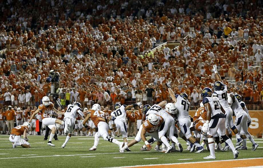 Texas kicker Nick Rose misses an extra point attempt that would have tied the game against Cal late in the fourth quarter. Photo: Jay Janner, Associated Press