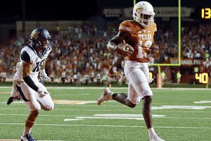 Longhorns QB Heard on teammates: 'I'm gonna get their phones' - Photo
