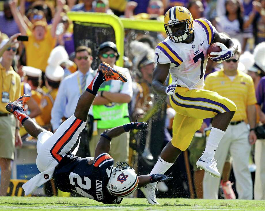 LSU running back Leonard Fournette (7)  eludes Auburn defensive back Blake Countess (24) on a 40 hard touchdown run in the first half of an NCAA college football game in Baton Rouge, La., Saturday, Sept. 19, 2015. (AP Photo/Gerald Herbert) Photo: Gerald Herbert, STF / AP