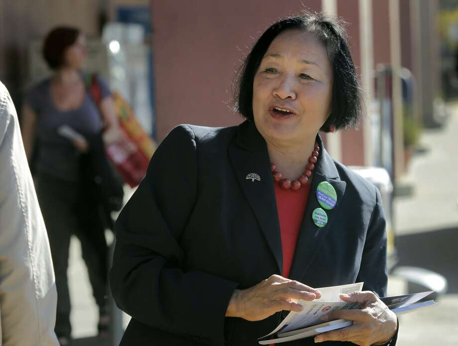 Oakland incumbent Mayor Jean Quan urges grocery store shoppers on 51st Street to vote in Oakland, Calif. on Tuesday, Nov. 4, 2014. Photo: Paul Chinn, The Chronicle
