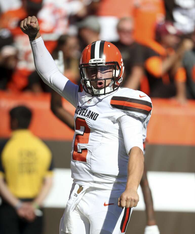 Johnny Manziel had TD passes of 60 and 50 yards for the Browns. Photo: Ron Schwane, Associated Press
