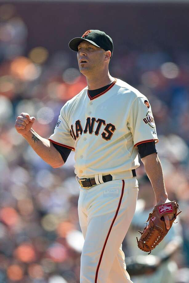 Tim Hudson of the San Francisco Giants celebrates after a play by Brandon Crawford (not pictured) against the Arizona Diamondbacks during the first inning at AT&T Park on September 20, 2015 in San Francisco, California. Photo: Jason O. Watson, Getty Images