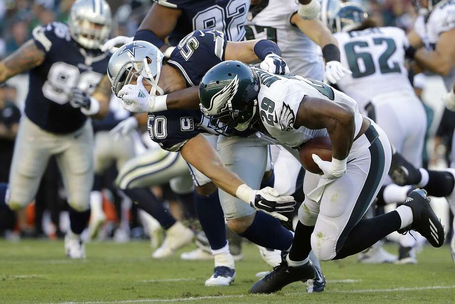 Eagles running back DeMarco Murray (29) carried 13 times and gained only 2 yards Sunday against his former team the Cowboys, who won 20-10. Photo: Matt Rourke, Associated Press