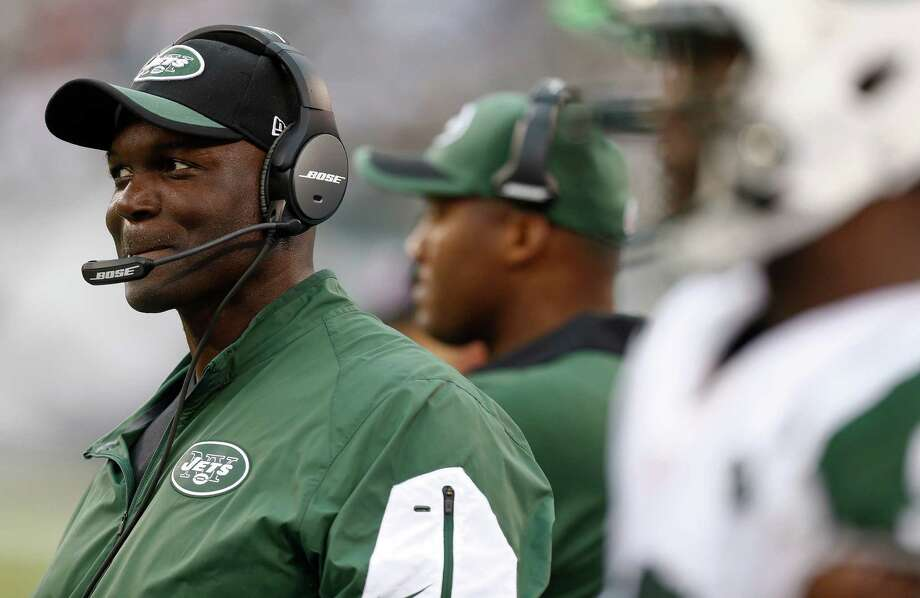 EAST RUTHERFORD, NJ - SEPTEMBER 13:   Head coach Todd Bowles of the New York Jets  stands on the sidelines during the game against the Cleveland Browns at MetLife Stadium on September 13, 2015 in East Rutherford, New Jersey.  (Photo by Jeff Zelevansky/Getty Images) ORG XMIT: 566599671 Photo: Jeff Zelevansky / 2015 Getty Images
