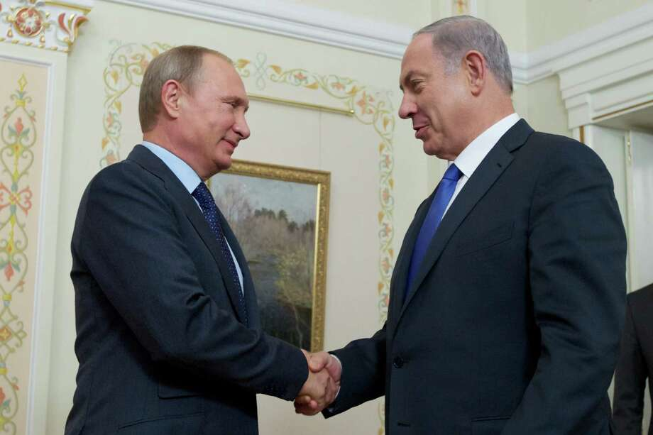 Russian President Vladimir Putin shakes hands with Israeli Prime Minister Benjamin Netanyahu, right, during their meeting in the Novo-Ogaryovo residence, outside Moscow, Russia, Monday, Sept. 21, 2015. (AP Photo/Ivan Sekretarev, Pool) Photo: Ivan Sekretarev, POOL / AP POOL