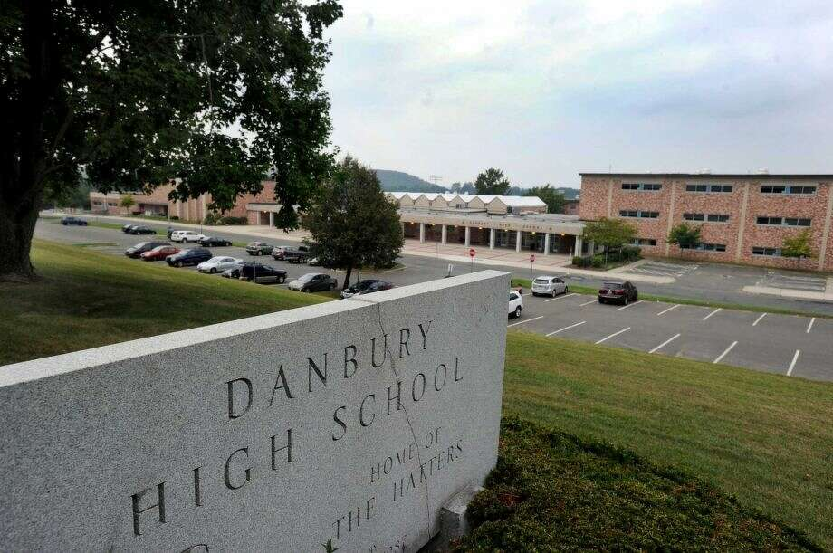 Danbury High SchoolConnecticut's largest high schoolTotal students: 2,926 (2015)Courses: over 230 Photo: /