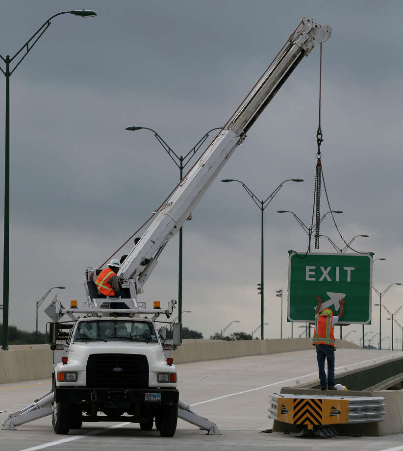 Alamo Area Metropolitan Planning Organization is inviting those in the greater San Antonio area to weigh in on which projects it should include in its Transportation Improvement Program. Photo: John Davenport /San Antonio Express-News / ©San Antonio Express-News