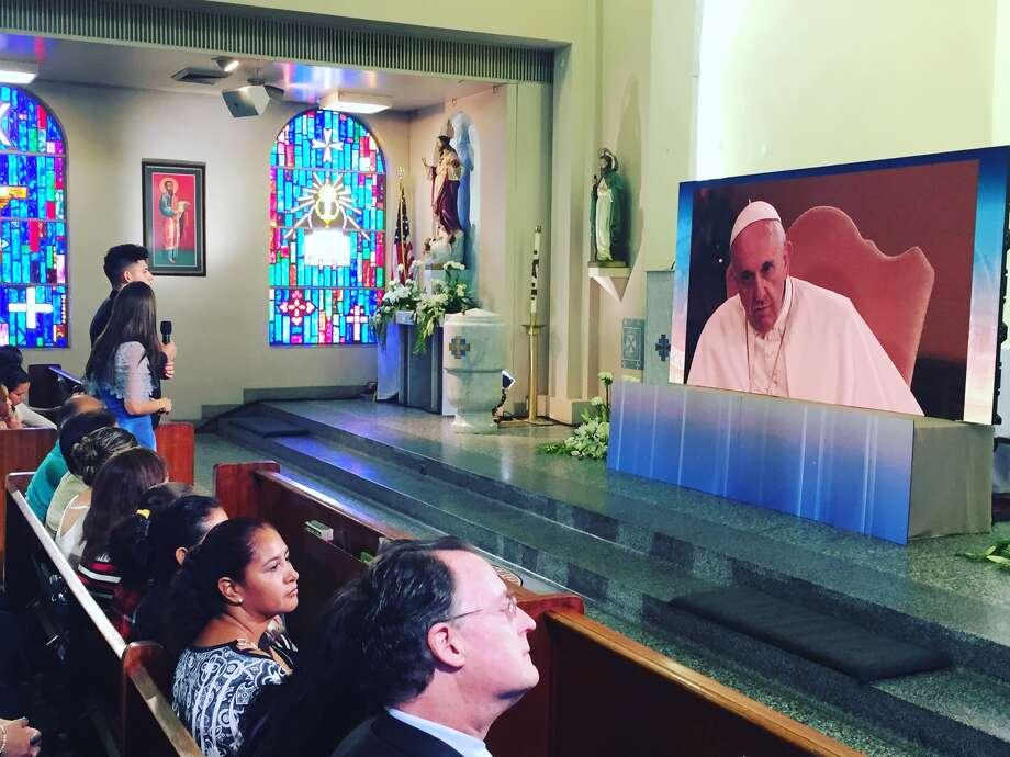 Houston resident Ricardo Ortiz talks with Pope Francis at a McAllen church on Aug. 31. Photo: Ricardo Ortiz