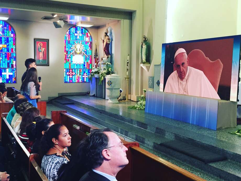 Houston resident Ricardo Ortiz talks with Pope Francis at a McAllen church on Aug. 31. Photo: Ricardo Ortiz