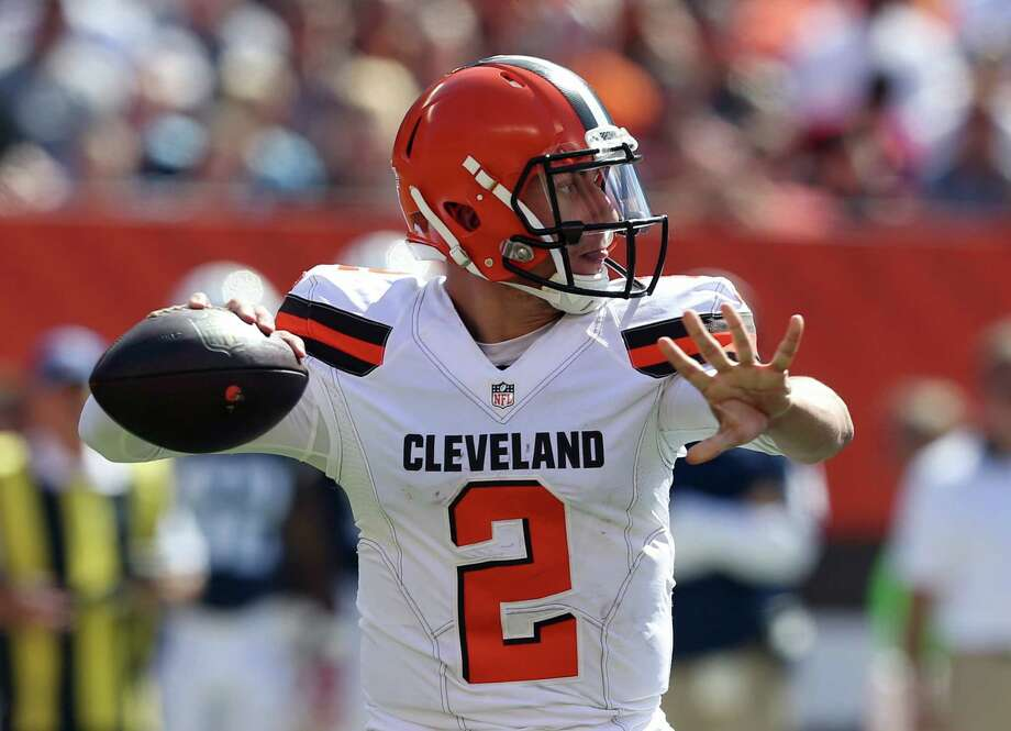 Cleveland Browns quarterback Johnny Manziel (2) looks to pass during the first half of an NFL football game against the Tennessee Titans in Cleveland. Photo: Ron Schwane /Associated Press / FR78273 AP