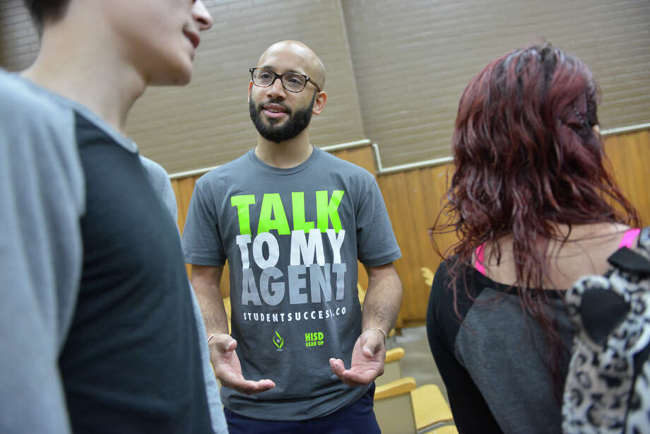 E.J. Carrion, the CEO of StudentSuccess Agency greets some of the 500 Harlandale High School juniors during a mentoring presentation at the school Monday. Photo: Robin Jerstad / San Antonio Express-News