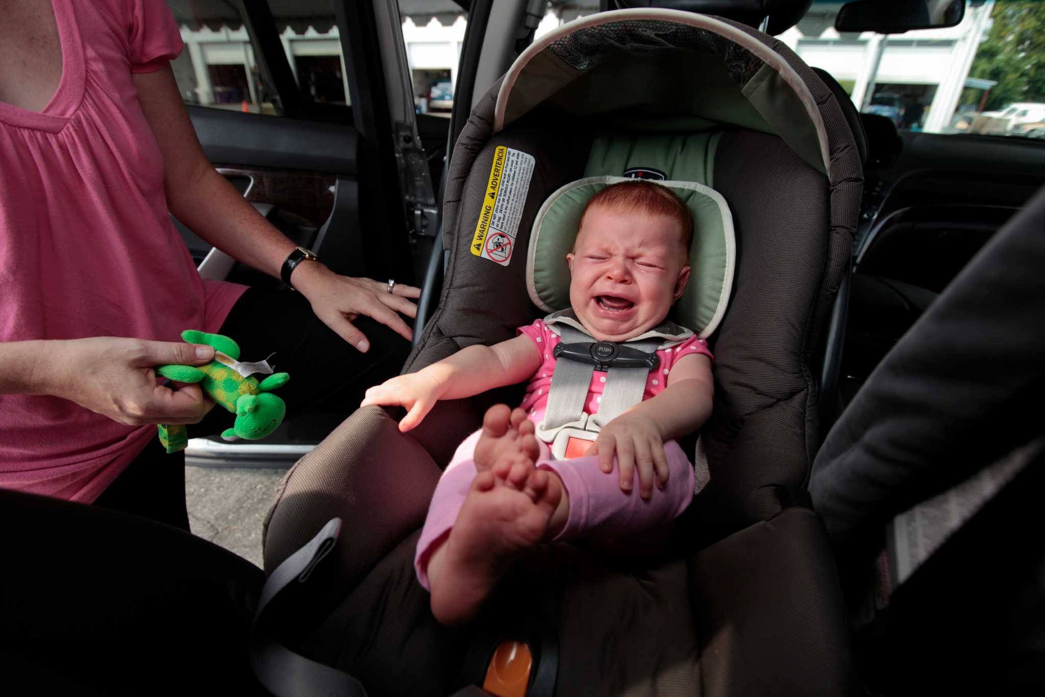 Car Seat: What to Do When the Baby Cries?