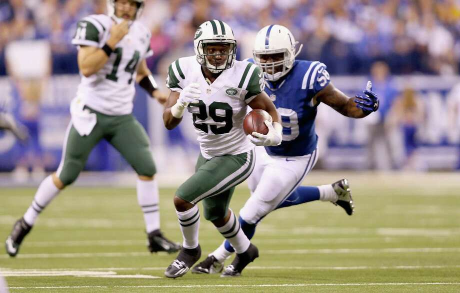 INDIANAPOLIS, IN - SEPTEMBER 21:  Bilal Powell #29 of the New York Jets runs with the balll during the game against the Indianapolis Colts during the game at Lucas Oil Stadium on September 21, 2015 in Indianapolis, Indiana.  (Photo by Andy Lyons/Getty Images) ORG XMIT: 567081323 Photo: Andy Lyons / 2015 Getty Images