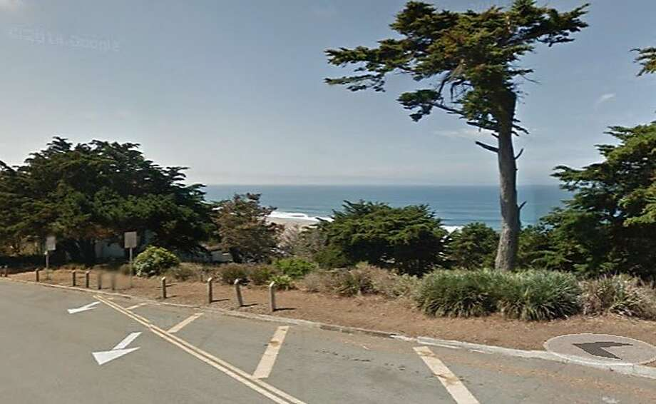An 84-year-old man was seriously injured after driving over a cliff in San Francisco. Photo: Google Maps