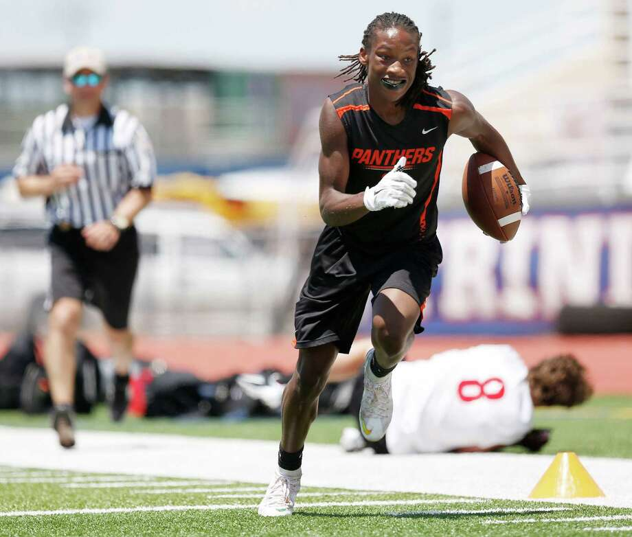 St. Pius X receiver JJ Jefferson makes a catch and runs by St. Pius X defender William Heck for a touchdown in the second half during the TAPPS 7-on-7 football state championship game between St. Thomas of Houston and St. Pius X of Houston at Trinity Christian Academy in Addison, Texas Saturday June 27, 2015. In the first ever playing of the TAPPS 7-on-7 football state championship game St. Thomas beat St. Pius X 48-39. (Andy Jacobsohn/The Dallas Morning News) Photo: Andy Jacobsohn / The Dallas Morning News