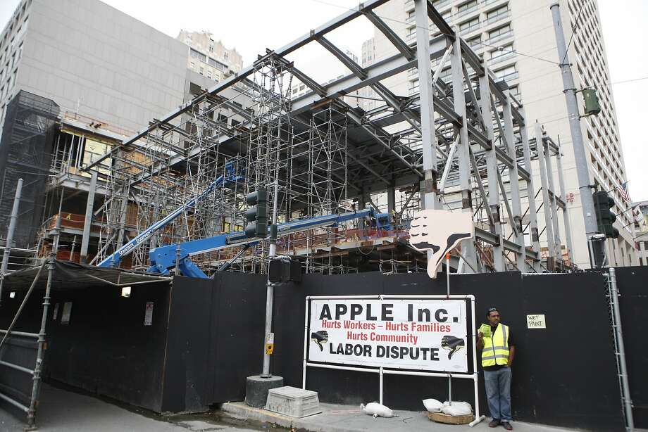 Carpenters  from Local 22 protesting Apple Incorporated and Ledcor Construction, Inc. at Apple's new location on the corner of Post and Stockton. September 22, 2015 Photo: Franchon Smith, The Chronicle